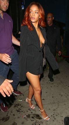 Rihanna verlaat Hooray Henry's Nightclub in LA.