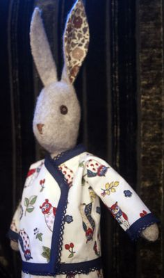 Luna's Pyjamas have a raglan sleeve, and a wrap front. The edges are finished with a pre-folded bias binding that gives a really easy and pretty finish. Raggy Dolls, Soft Toys Making, Craft Projects, Sewing Projects, Rabbit Ideas, Bias Binding, Fabric Animals, Fabric Toys, Bunny Rabbits