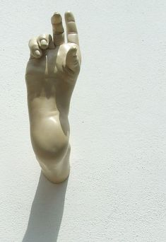 Bogdan Rață - sculpture - 2013 Slightly disturbing to see a human foothand? messes with perception of what we are as human beings. Contemporary Ceramics, Contemporary Art, Paperclay, Hand Art, Art Graphique, Weird Art, Ceramic Pottery, Sculpture Art, Sculpting