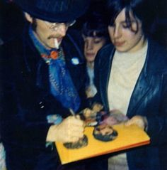 June 1967 The Beatles release St. Pepper in the UK. John Lennon is signing this autograph for a fan named Jane on June Jane wanted to be one of the first fans to get Sgt. Pepper signed by all four Beatles. She was success in her mission. Beatles Sgt Pepper, Lennon And Mccartney, Twist And Shout, Dear John, Lonely Heart, The Fab Four, Music People, Ringo Starr, George Harrison