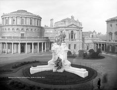 Statue of Queen Victoria, Dublin City, Co. Old Pictures, Old Photos, Architecture Ireland, Gone Days, Photo Engraving, Dublin City, Ireland Travel, Queen Victoria, Tower