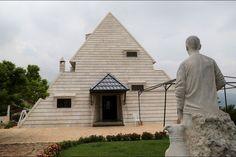 La maison Pyramide