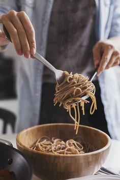 "A vegetarian take on a meaty Mushroom & Walnut Spicy ""Bolognese"" Vegan Vegetarian, Vegetarian Recipes, Cooking Recipes, Vegan Meals, Vegan Foods, Cooking Ideas, Food Ideas, Entree Recipes, Veggie Recipes"