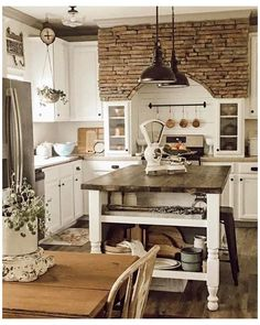 Rustic Italian Decor, Rustic Country Kitchens, Farmhouse Style Kitchen, Home Decor Kitchen, Rustic Farmhouse, Italian Home Decor, Rustic Style, Kitchen Rustic, Rustic French