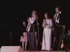 Johnny Cash in Concert Will The Circle Be Unbrokenwith June Carter, Carlene Carter & Cindy Cas Cindy Cash, Carlene Carter, Carter Family, Country Musicians, Johnny Cash, American Country, Music Videos, Acting, Concert
