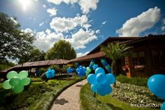 USE BALLOONS to mark party entrance - www.spaceshipsandlaserbeams.com