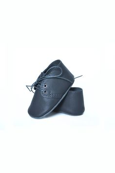 Charcoal leather baby shoes by MiniMo on Etsy.