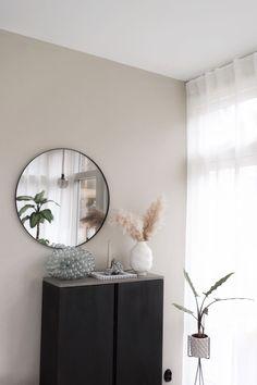 Den perfekta nyansen av Greige The perfect shade of Greige – Susan Törnqvist Home Living Room, Living Room Decor, Bedroom Decor, Greige, Beige Walls, Plywood Furniture, Room Colors, New Room, Colorful Interiors