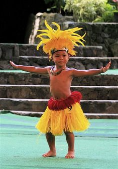 people of tahiti - - Yahoo Image Search Results Polynesian Dance, Polynesian Culture, Polynesian People, Costume Garçon, Tahitian Costumes, Hula Dancers, Tiny Dancer, Hawaiian Islands, People Of The World