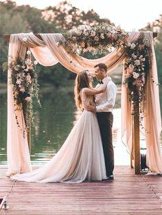 New Rustic Wedding Decoration Ideas #weddingdecoration Trendy Wedding, Elegant Wedding, Perfect Wedding, Summer Wedding, Dream Wedding, Wedding Dinner, Wedding Table, Spring Wedding Decorations, Wedding Centerpieces