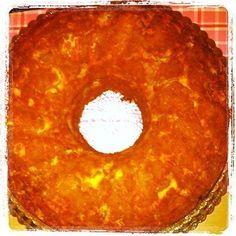 Ανακατεύουμε όλα τα υλικά, τα βάζουμε στη φόρμα του κέικ και ψήνουμε σε προθερμασμένο φούρνο στους 220 βαθμούς C για 30 λεπτά. Καλή επιτυχία!!! Cookbook Recipes, Cooking Recipes, Greek Beauty, Pineapple, Cheesecake, Muffin, Pie, Fruit, Desserts