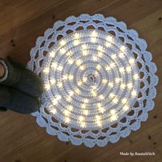Light up your life with this Crochet Night Light Rug. Be sure to view all the tutorials and the Crochet Mandala Rug too! These are FREE Patterns Crochet Diy, Mandala Au Crochet, Mandala Rug, Crochet Home Decor, Crochet Rugs, Crochet Tree, Simple Crochet, Crochet Stitch, Carpet Crochet