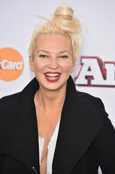 I'm still surprised that Sia looks like this cause she looks like she's 50 but her singing says otherwise