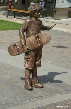 Gördeszkás fiú - Szolnok (Kligl Sándor, 2009) | Köztérkép Statue En Bronze, Bronze Sculpture, Sculpture Art, Outdoor Sculpture, Outdoor Art, Skateboard Boy, Living Statue, Turn To Stone, Classroom Art Projects