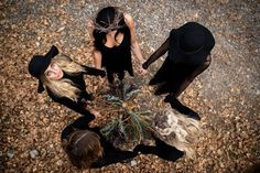 🌿Witchy Autumns🌙 Dark Photography, Portrait Photography, Wicca, Magick, Witchcraft, Imagenes Dark, Witch Pictures, Witch Coven, Halloween Photography