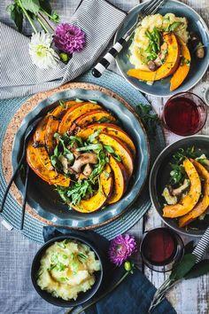 Gebackener Kuerbis mit Pilzen und Kartoffelstampf |GourmetGuerilla.de-9552-3 Vegan Vegetarian, Vegetarian Recipes, Healthy Recipes, Healthy Food, Food Inspiration, Veggies, Low Carb, Pumpkin, Eat