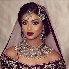 Desi Bride - Makeup Looks Going Out Pakistani Bridal Makeup, Indian Wedding Makeup, Asian Bridal Makeup, Wedding Makeup For Brown Eyes, Indian Bridal Outfits, Bridal Makeup Looks, Indian Wedding Jewelry, Bride Makeup, Bridal Looks
