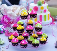 Tea Party For A 4 Year Old! Cupcakes and cake to match for a fun tea party! Tea Party Birthday, 4th Birthday, Birthday Cakes, Birthday Ideas, Princess Cupcake Dress, Princess Cupcakes, 4 Year Olds, Sweet Treats, Birthdays