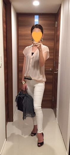 Pink beige shirt: Nolley's, White skinnies: AG, Bag: ANTEPRIMA, Pumps: Christian Louboutin