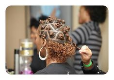 For those looking to style their hair in a curly vs kinky look, bantu knots outs are the perfect solution. Bantu knot outs, like a twist out or braid out, are a way to curl or 'crimp' your hair without heat. Pelo Natural, Natural Hair Tips, Natural Hair Styles, Going Natural, Bantu Knot Out, Bantu Knot Curls, Bantu Knot Hairstyles, Kid Hairstyles, Hairstyle Ideas