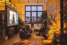 Inspirują nas podróże, dlatego mamy w mieszkaniu skandynawską sypialnię, hiszpańską łazienkę i nowojorski salon - przyznają Konstancja i Jurek, którzy w 3 lata zmienili zrujnowaną pracownię artystyczną w zachwycające mieszkanie.
