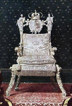 Exposition « Trônes en majesté, l'autorité et son symbole »
