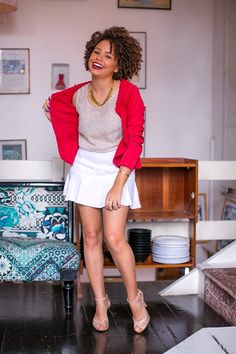 Dica para cacheadas diretamente desse look da Ana Lídia: quando seu cabelo tem textura cacheada ou crespa, fica ótimo usar texturas perto do rosto, como essa blusa e o colar.
