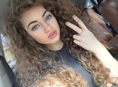 Ombre curly hair is so pretty! Curly Hair Styles, Natural Hair Styles, Dream Hair, Natural Curls, Looks Style, Gorgeous Hair, Pretty Hairstyles, Hairstyle Ideas, Hair Looks