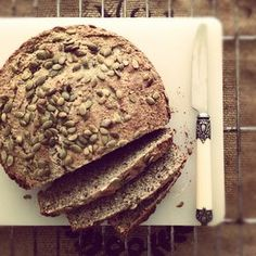 Boekweit brood glutenvrij - gluten-free buckwheat bread, made with buckwheat and flaxseed and topped with pumpkin seeds Healthy Bread Recipes, Fodmap Recipes, Healthy Breakfast Recipes, Dairy Free Recipes, Healthy Baking, Raw Food Recipes, Gluten Free Buckwheat Bread, Vegan Bread, Cooking Bread