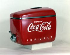 "Raymond Loewy, known as the ""father of modern design,"" designed many objects for Coca-Cola, including the streamlined cooler and the King Size Coke. Raymond Loewy, Vintage Design, Retro Vintage, Coke Ad, Pepsi, Coca Cola Drink, Bird Boxes, Consumer Products, Mid Century Furniture"