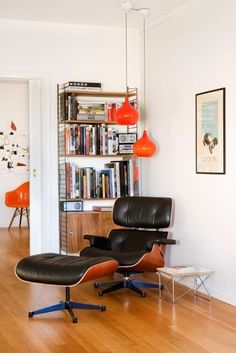 db – The Eames Lounge Chair is a modern masterpiece. The chair features a mix of luxurious leather and magnificent sculpted ply-wood. Chair Eames, Chair And Ottoman, Upholstered Chairs, Eames Recliner, Papasan Chair, Ikea Chair, Chair Upholstery, Chair Cushions, Lounge Chair Design