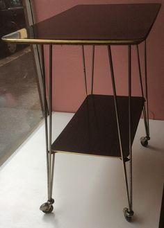 TV-taso 'eiffel'-jalalla 60-luvulta . TV-table from '60s with 'eiffel' 72,5 x 38 x 73cm