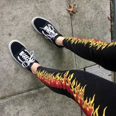 What is your type of jeans? Painted Jeans, Painted Clothes, Diy Clothing, Custom Clothes, Diy Fashion, Fashion Outfits, Style Fashion, Tattoo Style, Types Of Jeans