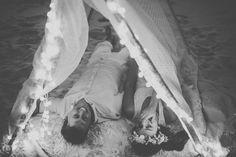A história da Larissa e do Renato nos faz acreditar no amor e que realmente existe uma pessoa ideal para cada um. Se você é leitora e solteira, fique tranquila! Já já o seu amor aparece por aí! :) Os noivos de hoje se conheceram no trabalho. (Nós amamos o fato de o noivo escrever ...