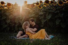 Romantisches Paarshooting im Sonnenblumenfeld. Foto Art, Couple Photos, Couples, Switzerland, Couple Shots, Couple, Couple Pics