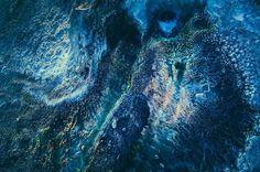 l Tatio es el campo de geysers más grande del hemisferio sur y el tercero en el mundo. Tiene más de 80 geysers activos y atrae a miles de turistas todos los años que viajan para ver las increíbles formaciones minerales y para bañarse en sus aguas termales. Esta fotografías son obra del artista estadounidense Owen Perry