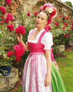 Rosa Mieder, grüner Rock mit Petticoat. Sportalm Kitzbühel Trachtenmode 2014