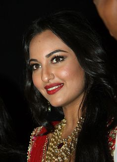 Indian Bollywood film actress Sonakshi Sinha showcases a creation by Indian designer Jyotsna Tiwari on day two of the Aamby Valley India Bridal Fashion Week 2012 in Mumbai on September AFP PHOTO (Photo credit should read STR/AFP/GettyImages) Most Beautiful Bollywood Actress, Bollywood Actress Hot Photos, Indian Bollywood Actress, Bollywood Girls, Bollywood Celebrities, Indian Actresses, Bollywood Fashion, Cute Beauty, Beauty Full Girl
