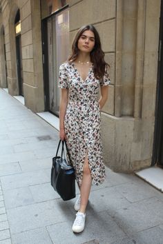 33 Awesome Flower Dress Inspiration for Summer - Fashion Ideas - Summer Dress Outfits Flowery Dresses, Pretty Dresses, Vintage Dresses, Beautiful Dresses, Vintage Outfits, Mode Outfits, Dress Outfits, Casual Dresses, Fashion Dresses