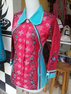 Sewing Clothes Women Tunics Fabrics 46 Ideas For 2019 Blouse Batik, Batik Dress, Spring Dresses Casual, Spring Outfits Women, Sewing Clothes Women, Clothes For Women, Mode Batik, Fancy Kurti, Batik Fashion