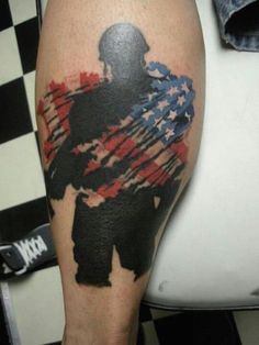 These army tattoos are glorious, violent, somber, colorful, and awesome. Army tattoos are ways to show support to the troops. Enjoy these epic tattoos! Us Army Tattoos, Patriotische Tattoos, Detailliertes Tattoo, Hand Tattoo, Tattoo Trend, Military Tattoos, Neue Tattoos, Badass Tattoos, Body Art Tattoos