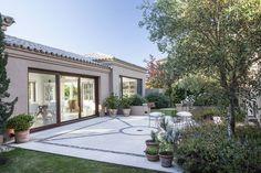 Tuscan design – Mediterranean Home Decor Tuscan Design, House Exterior, Traditional House, Modern Mansion, Beautiful Homes, Modern House Facades, House Designs Exterior, Porch And Terrace, Tuscan House Plans
