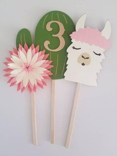 Discover recipes, home ideas, style inspiration and other ideas to try. Birthday Party Centerpieces, Birthday Decorations, 6th Birthday Parties, Third Birthday, Fiesta Theme Party, Party Themes, Fete Audrey, Llama Birthday, Cactus Y Suculentas