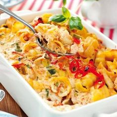 Pastagratäng med kyckling - Hemmets Journal Snack Recipes, Healthy Recipes, Swedish Recipes, Everyday Food, Pasta Dishes, My Favorite Food, Food Hacks, Love Food, Macaroni And Cheese