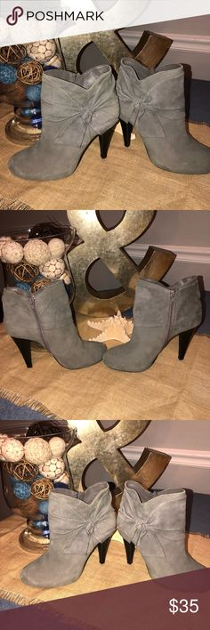 Size 7.5 Gianni Bini Grey Booties Size 7.5 Gianni Bini Grey Leather Booties. Genuine leather upper man made lining. Some peeing inside but outside is in excellent condition. Gianni Bini Shoes Ankle Boots & Booties