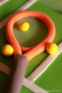 Detalle raqueta en Tarta chocolate negro  Pista de Tenis / Racket in black chocolate cake Tennis Court