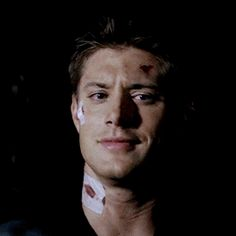 Jensen Ackles & Dean Winchester>>>his facial expressions are priceless 😂 Supernatural Pictures, Supernatural Bloopers, Supernatural Imagines, Supernatural Funny, Jensen Ackles Gif, Jensen Ackles Supernatural, Supernatural Tattoo, Supernatural Wallpaper, Dean Winchester Hot