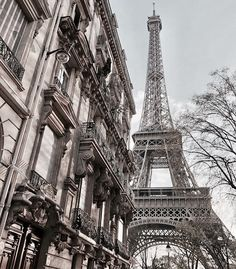 Beautiful Places To Travel, Romantic Travel, Paris Couple, Beautiful Paris, Overseas Travel, Tour Eiffel, Travel Aesthetic, Travel And Leisure, Travel Destinations