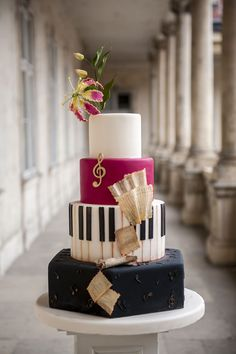 Music Birthday Cakes, Music Themed Cakes, Music Cakes, Music Wedding Cakes, Piano Wedding, Piano Cakes, Guitar Cake, Quinceanera Cakes, Cool Cake Designs