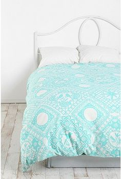 I would loveeeee to use this pattern as an accent wall, and the other three walls be coral. Mm <3